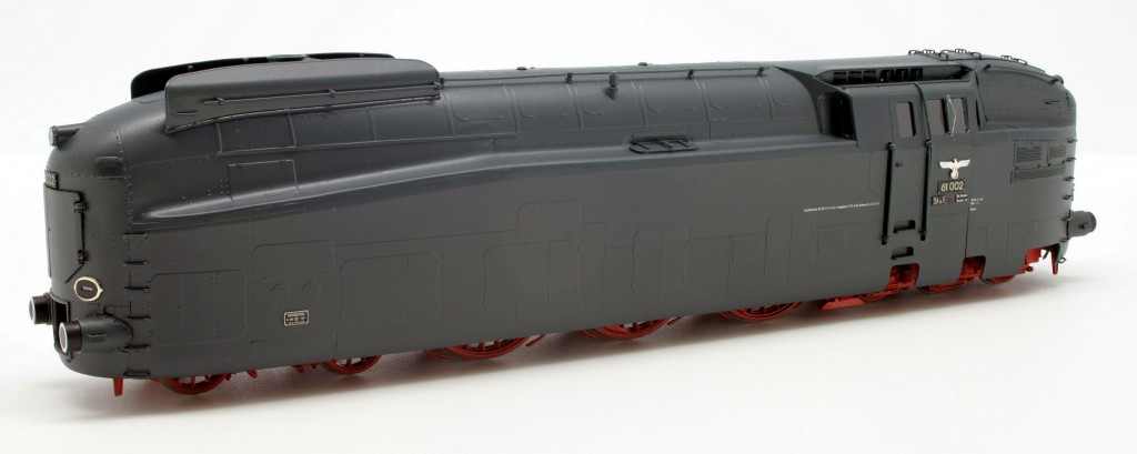 DRB BR 61 002 Streamlined Steam Locomotive<br/>HO-006/2