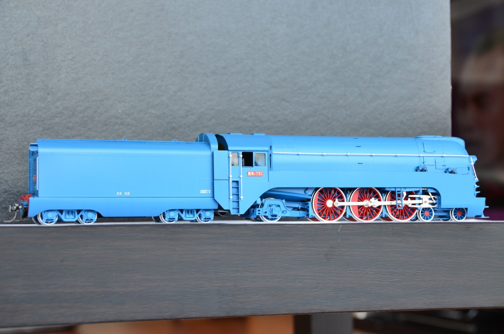 SL7 Streamlined Steam Locomotive HO-002/5