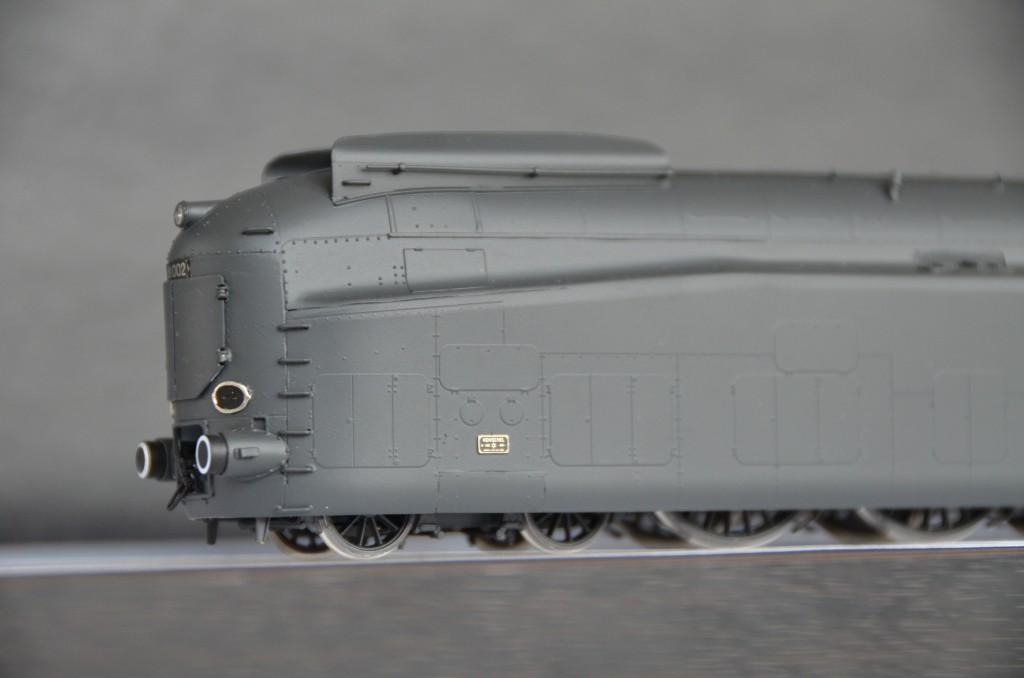 DRB BR 61 002 Streamlined Steam Locomotive<br/>HO-006/4