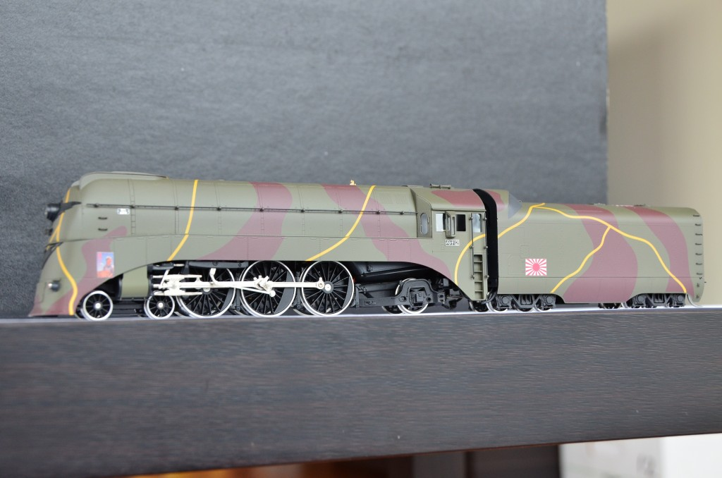 Pashina 981 Streamlined Steam Locomotive HO-016/4