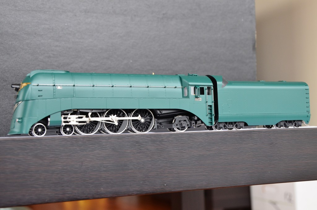 Pashina 981 Streamlined Steam Locomotive HO-016/1