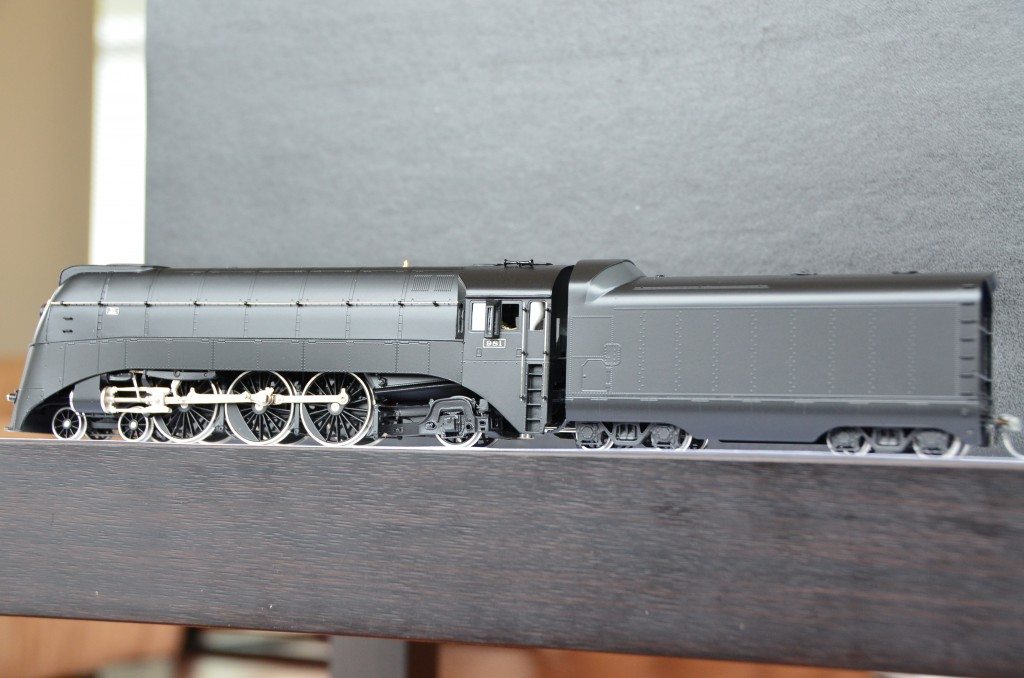 Pashina 981 Streamlined Steam Locomotive HO-016/2